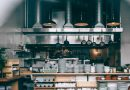 Jak czyścić meble stalowe do gastronomii?